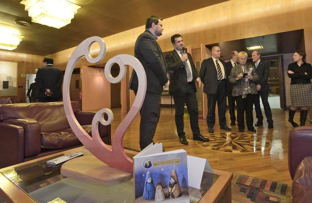 Inaugurata mostra dei presepi in Consiglio regionale
